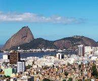 Sugar Loaf e diseguaglianza sociale Rio de Janeiro Fotografia Stock Libera da Diritti