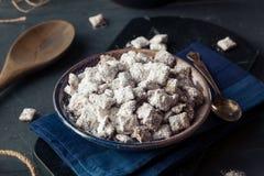 Sugar Puppy Chow pulverizado hecho en casa Foto de archivo