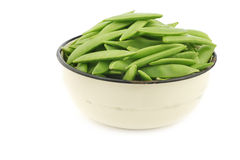 Sugar snaps in an enamel bowl Stock Photography