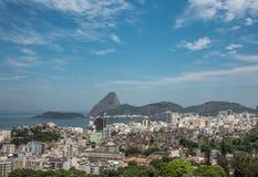 Sugarloaf och Guanabara fjärd royaltyfria foton