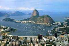 Sugarloafberg of Pao de Acucar, het beroemde oriëntatiepunt van Rio de Janeiro zoals die van Corcovado-Heuvel, Brazilië wordt gez stock foto