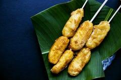 Sugestão filipino da banana da sobremesa Banana dourada na vara servida para o alimento imagens de stock royalty free