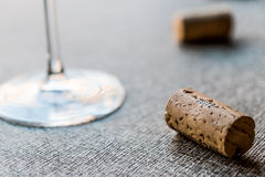 Sugheri del vino con vetro Fotografia Stock