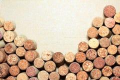 Sugheri del vino su fondo di carta per il vostro testo Fotografia Stock Libera da Diritti