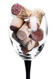 Sugheri del vino in vetro isolato Fotografie Stock Libere da Diritti