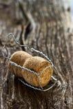 Sughero di Champagne su un bordo di legno Fotografia Stock