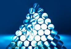 Sugrör med vitt ljus i blått arkivbild