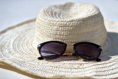 Sugrörhatt med solglasögon Arkivbilder