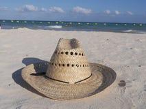 Sugrörhatt på stranden Fotografering för Bildbyråer