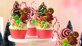 Sui bigné festivi di Natale della terra della caramella di tendenza fotografie stock