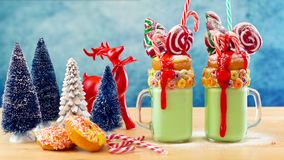 Sui frappé strani di scossa di Natale festivo di tendenza immagini stock libere da diritti