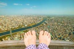 Suicídio descalço da mulher foto de stock