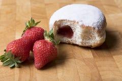 Suiker en jam donuts met beet het missen royalty-vrije stock afbeelding