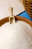 Suiker kruimelig in aardewerk stock afbeeldingen