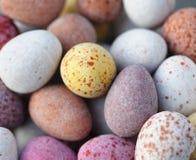 Suikergoed behandelde chocoladeeieren royalty-vrije stock afbeelding
