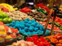 Suikergoed bij het Voedselmarkt van Barcelona Stock Foto's