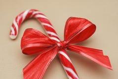 Suikergoed Cane Striped Christmas Background Close op een Neutrale achtergrond omhoog wordt geïsoleerd die stock foto's