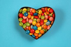 Suikergoed in een hart gevormde doos Stock Afbeelding