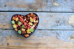 Suikergoed in een hart gevormde doos Royalty-vrije Stock Fotografie