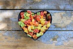 Suikergoed in een hart gevormde doos Stock Foto
