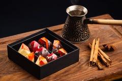 Suikergoed van de luxe het met de hand gemaakte chocolade in giftdoos Royalty-vrije Stock Foto's