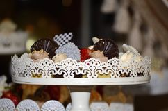 Suikergoedbar met chocolade en vele snoepjes Stock Afbeeldingen