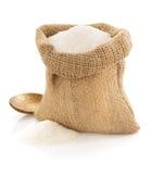 Suikerkorrels in zak op wit Stock Afbeelding