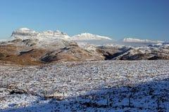 Suilven和Canisp在雪,苏格兰高地 图库摄影