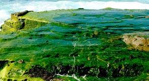 Suintement de la roche d'océan Photographie stock libre de droits