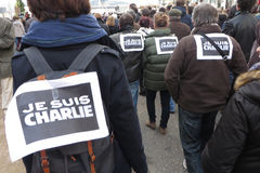 Suis Charlie de Je na multidão fotografia de stock