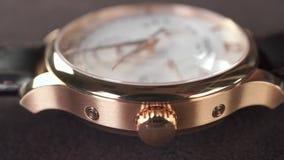 Suisse d'or fait macro tir de chariot de montre banque de vidéos