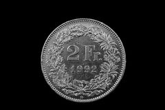 Suisse deux Franc Coin Isolated On un fond noir Photos stock