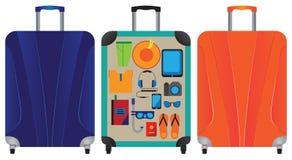suitcase Uma mala de viagem com coisas Fotos de Stock Royalty Free