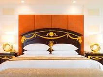 suite de luxe d'hôtel de chambre à coucher Image libre de droits