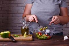 Suivant un régime, la nourriture faible en calories saine, pèsent le concept perdant Overwe image stock