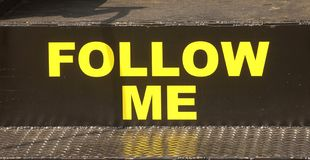 Suivez-moi signe Photos libres de droits