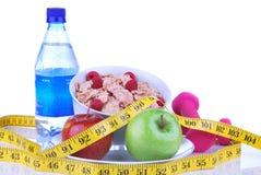 Suivez un régime la perte de poids, séance d'entraînement, mesurez la nourriture saine Images stock