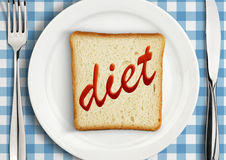 Suivez un régime le concept, arrangement de Tableau avec la tranche de pain du plat Photographie stock