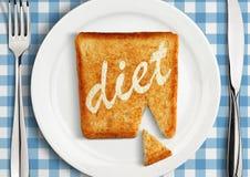 Suivez un régime le concept, plan rapproché de l'arrangement de Tableau avec la tranche de pain frite Photo stock