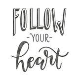 Suivez votre coeur Affiche typographique avec la citation de motivation illustration de vecteur