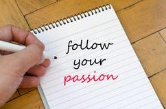 Suivez votre concept des textes de passion sur le carnet Image stock