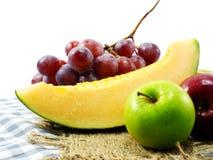Suivre un régime sain de consommation de fond mélangé de fruits de fruits frais Photo libre de droits