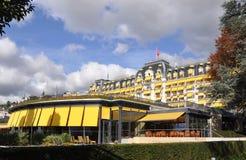 Suiza: El jardín y el balneario del hotel de Montreux Palace fotos de archivo libres de regalías