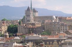 Suiza: Ginebra-ciudad y la catedral imagen de archivo libre de regalías