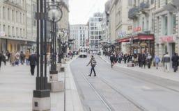 Suiza; Ginebra; 9 de marzo de 2018; Streetscape con la gente en t imagen de archivo