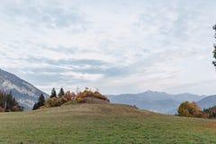 Suiza, montañas alpinas, puesta del sol, paisaje del verano imagen de archivo