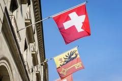 Suizo y banderas de Ginebra Imágenes de archivo libres de regalías