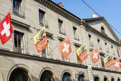 Suizo y banderas de Ginebra Imagen de archivo libre de regalías