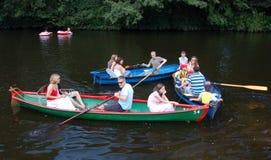 Sujeira aproximadamente no esporte de barco do rio Fotos de Stock Royalty Free