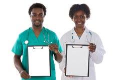 Sujetapapeles de la pizca de las personas médicas Imágenes de archivo libres de regalías